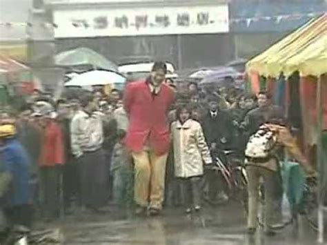 Tallest Woman in China - YouTube