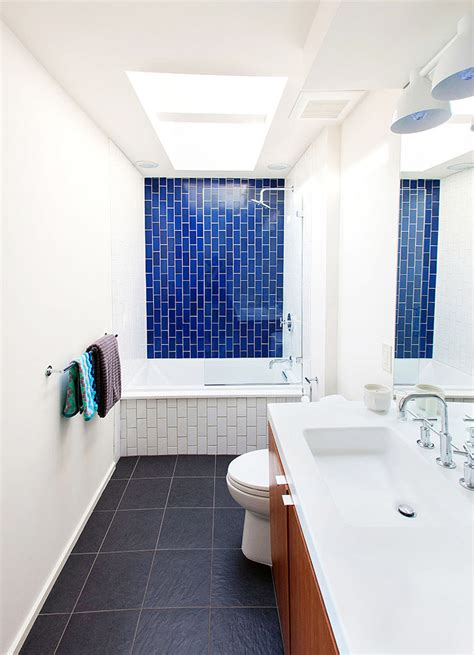 Before & After: A Dingy 1970s Bathroom Becomes Bright and