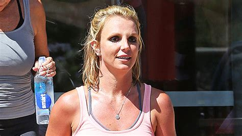Britney Spears Flaunts Toned Abs & Dancing To 'Tom's Diner